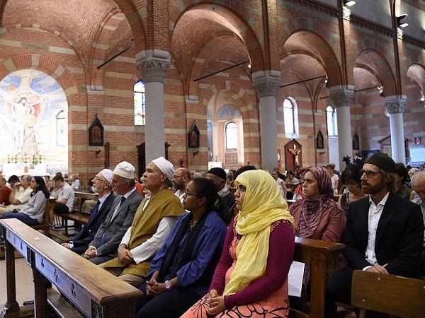 Muslims at Mass in Milan