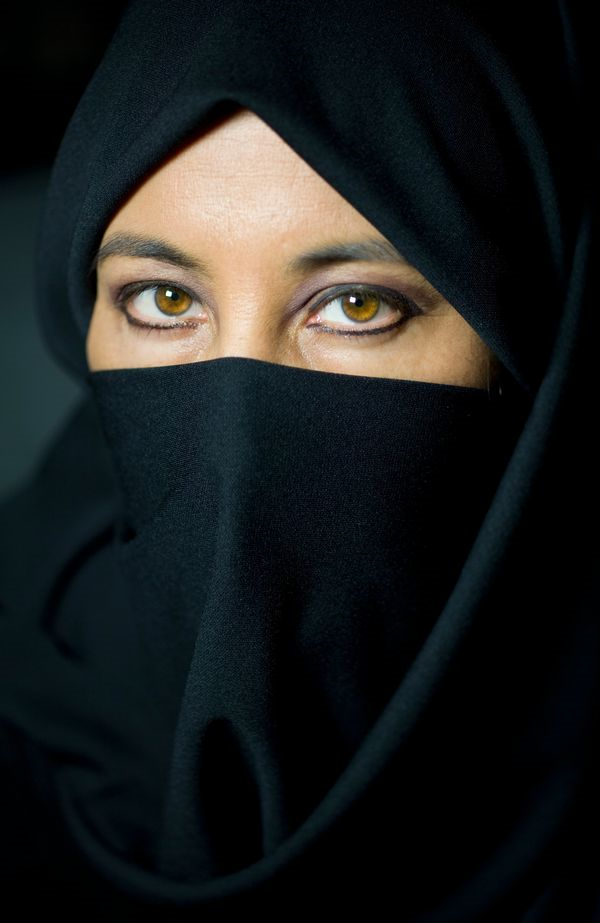 muslim-woman-wearing-black-veil