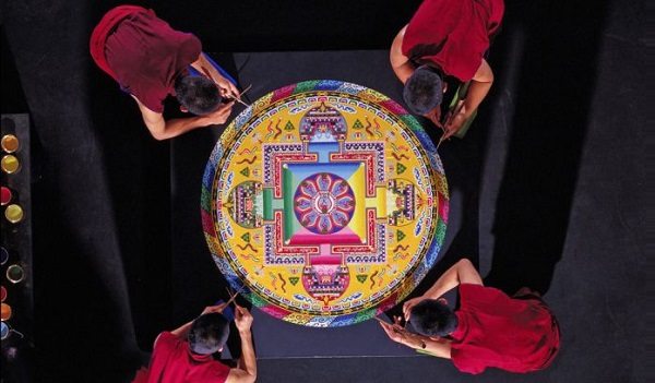 mandala-sand-painting-tibetan-monks-asia-society-texas-696x407